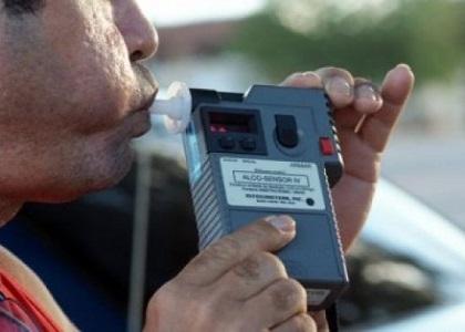 Motorista dispensado após teste do bafômetro reverte justa causa